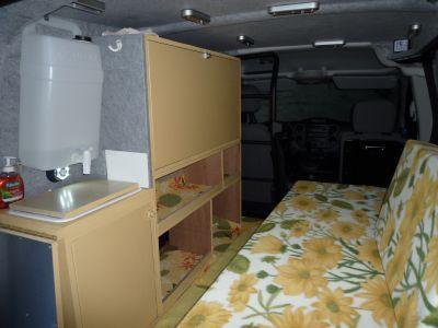 Pas d'installation électrique, pas de frigo, éclairage à led sur piles.