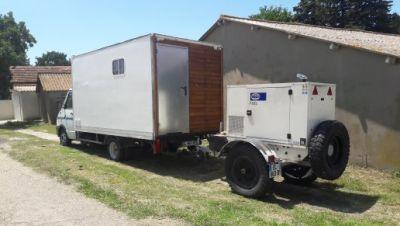 le camion avec la génératrice 18 kva